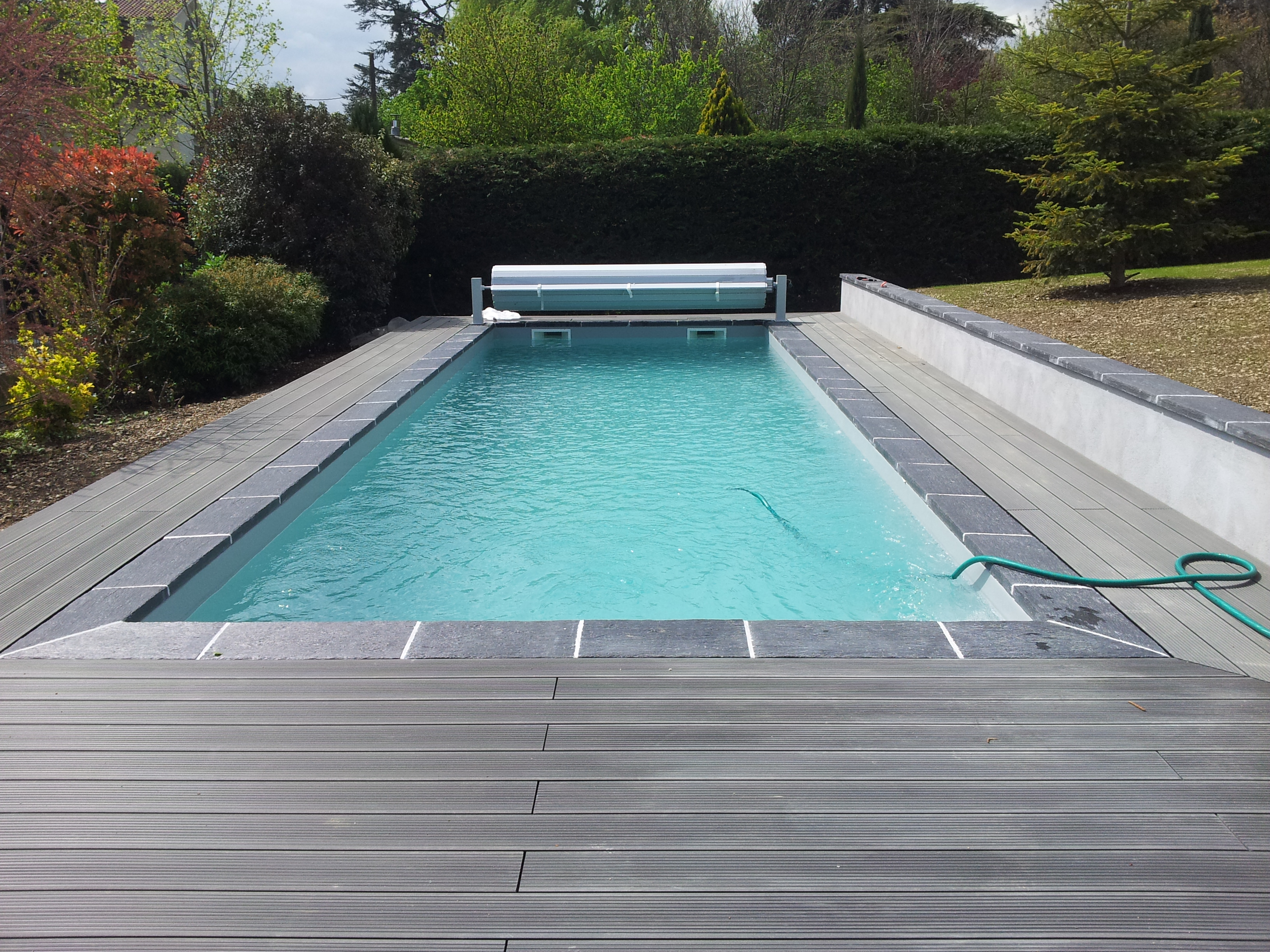 Gris clair r novation piscine rh nes alpes for Piscine bois liner gris
